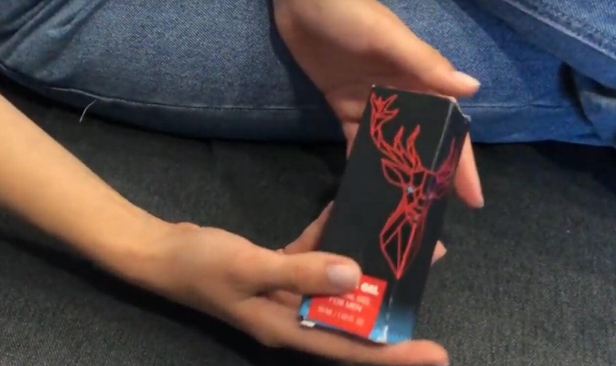 mesterséges pénisz helyett kakas felállítása a videón