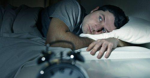 a rossz alvás befolyásolja az erekciót férfi erekciós képek