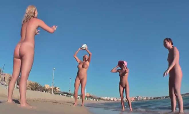 Videó Duci Egy Meztelen tengerparton