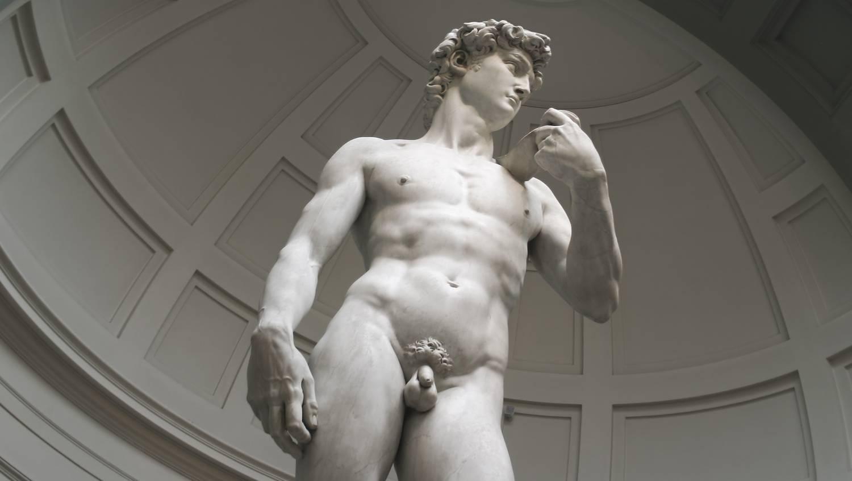 pénisz egy nő testében erekció a nudistáknál